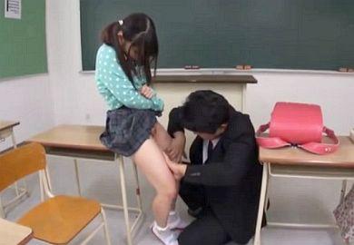 「先生ぇ…ダメだよぉ…」初潮前のロリ小学生を放課後呼び出しパイパンまんこに肉棒ねじ込みレイプする特別授業…大桃りさ