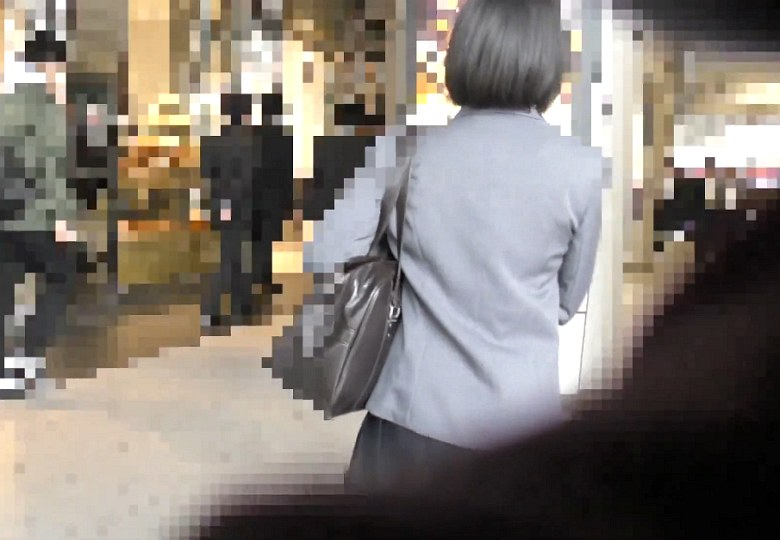 【電車痴漢】顔出し制服J○★衝撃的な美少女★純白パンツがうぶな割れ目に食い込む★便乗チカンも登場